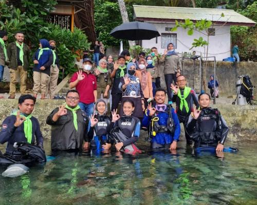 Bersama Perhimpunan KANAL, Widya Lakukan Transplantasi Karang di Pantai Morela